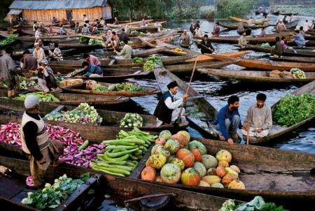 MARKET-VENDORS-ON-DAL-LAKE-KASHMIR-1999-1-C31951